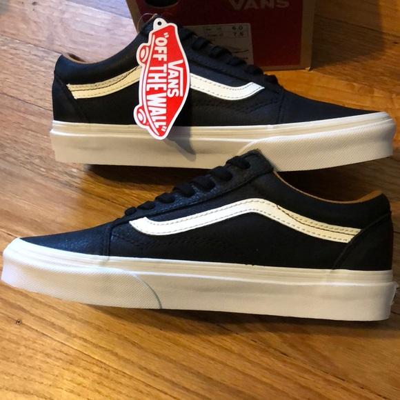 f539b28956 NewinBox Vans Old Skool Premium Leather Black